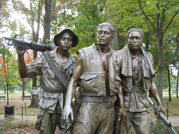 3 Servicemen Statue - 10-22-09 HRotondi 008